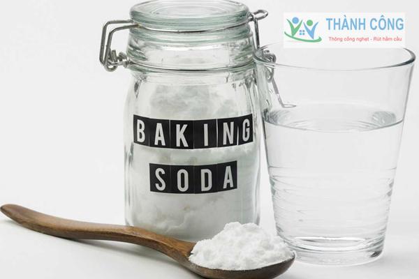Xử lý tắc bồn cầu bằng Baking Soda và giấm