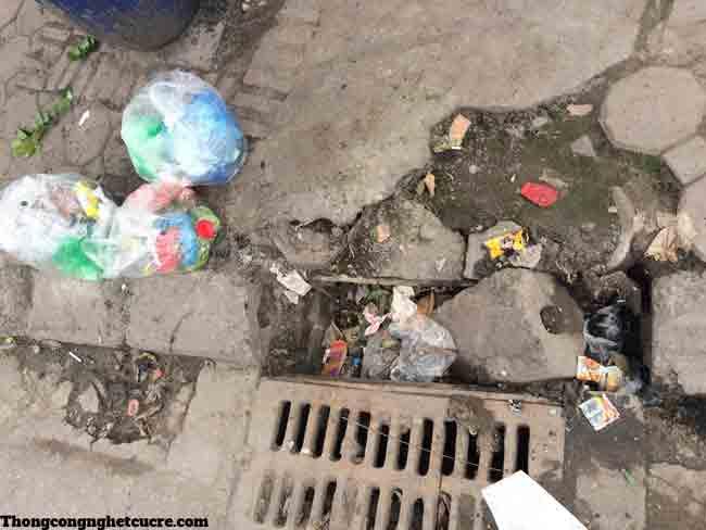 Tắc cống thoát nước do rác thải